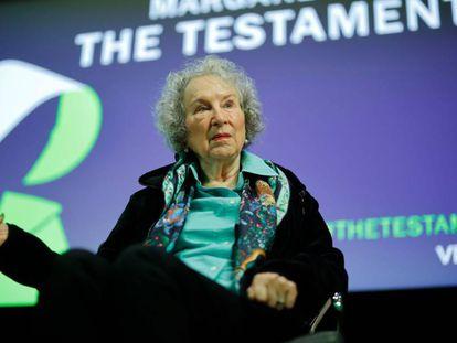 Margaret Atwood habla sobre 'Los testamentos', la semana pasada en Londres. En vídeo, entrevista a la escritora.