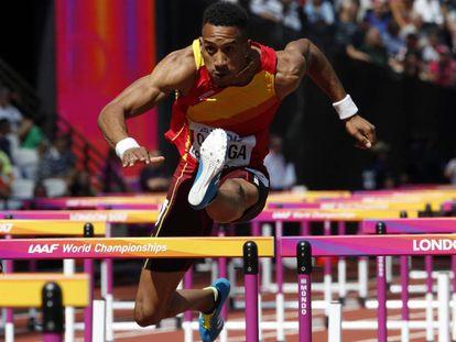 Orlando Ortega en la seminifnal de 110m vallas en Londres.