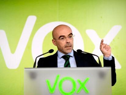 El portavoz de Vox, Jorge Buxadé, en rueda de prensa tras una reunión de la dirección del partido.