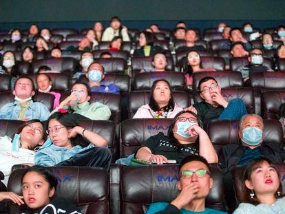Espectadores en una sala de cine en Taiyuan (China), en octubre.