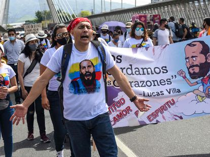 Una protesta por el asesinato, a manos de civiles armados, de Lucas Villa.