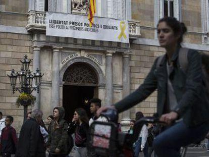 El presidente catalán pide un informe al Síndic de Greuges sobre la simbología en edificios públicos