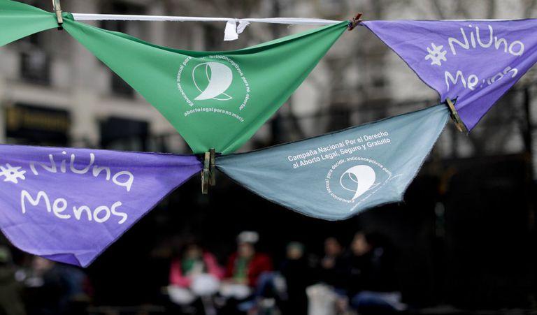 Pañuelos contra la violencia de género y a favor de la legalización del aborto frente al Senado en Buenos Aires (Argentina), el pasado septiembre.