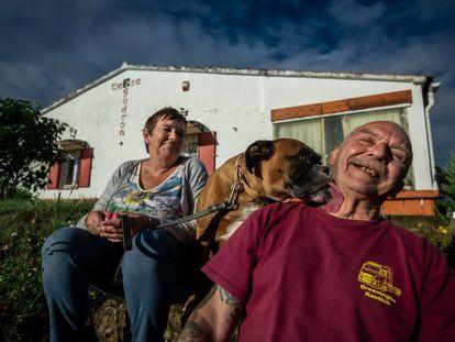 Godelieve Volckaerts y Ronny Thillo, vecinos de Suelves, Huesca.