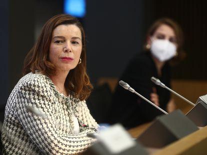 La presidenta de la Mesa del Tabaco, Águeda García-Agulló, y la socia de KPMG, Marta Castro, durante la presentación del informe. 11/12/2020