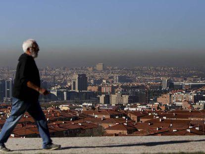 El cielo de Madrid visto desde Vallecas en noviembre pasado, el mes con más contaminación de los últimos seis años.