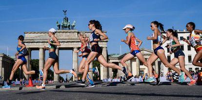 Participantes de la maratón, este domingo, en Berlín.