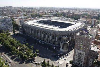 Vista aérea del estadio Santiago Bernabéu, con la fachada que da al Paseo de la Castellana en primer término.