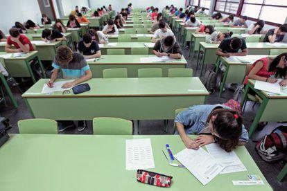 Alumnos durante la prueba de selectividad.