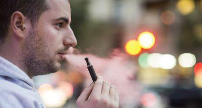 La Organización Mundial de la Salud desaconseja el uso de cigarrillos electrónicos hasta que se compruebe que son seguros.