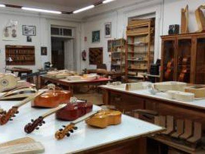 Aula de Lutería Antigua en la Escola de Artes e Oficios de Vigo.