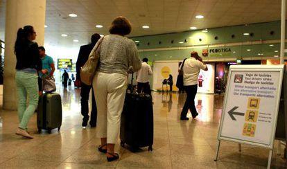 Viajeros en el aeropuerto de Barcelona-El Prat.