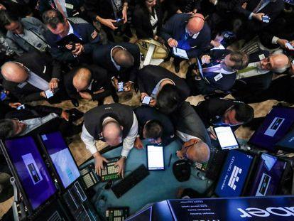 Operadores en el patio de negociación de la Bolsa de Nueva York.