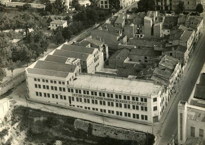 Exterior de la fábrica de la editoria valenciana de mobiliario exterior Gandía Blasco en 1942. Muchas de las compañían del sector son empresas familiares con experiencia en capear crisis. |