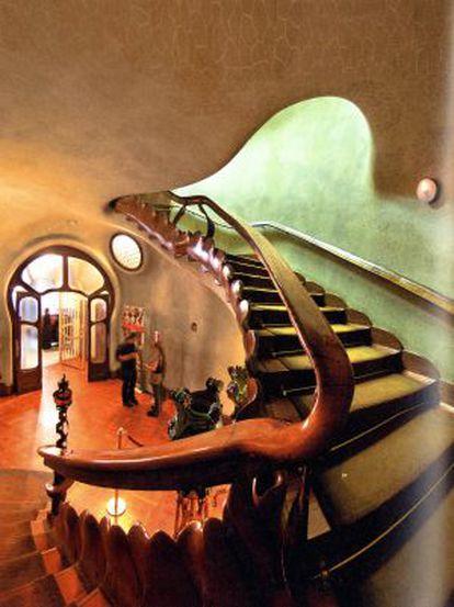 Escalera de acceso al piso noble de la Casa Batlló de Barcelona.