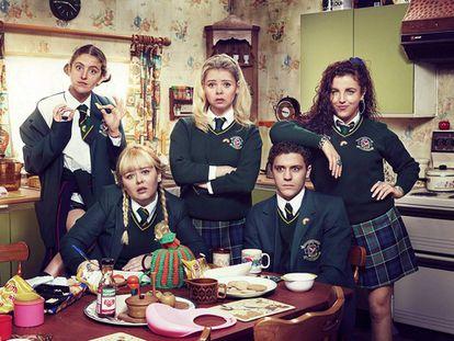 Los protagonistas de 'Derry Girls'.