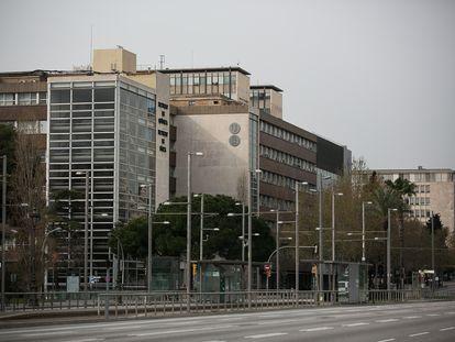 La facultad de Física y Química en la Diagonal de Barcelona.
