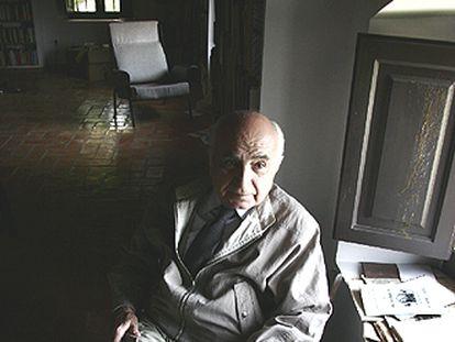 Francisco Brines, en su casa de La Oliva fotografiado por Jesús Císcar.