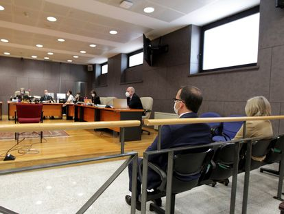 El ahora diputado foral de Bienestar Social, Sergio Murillo, en el banquillo de los acusados durante la primera jornada del juicio, este lunes.
