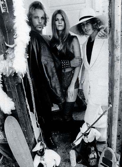 Tony Alva (a la derecha) fue uno de los 'skaters' que hicieron crecer a Vans.