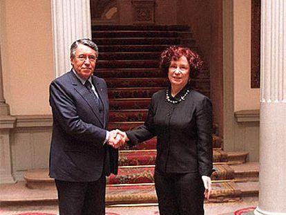 Ana Palacio y Mohamed Benaissa, ayer en el palacio de Viana de Madrid.