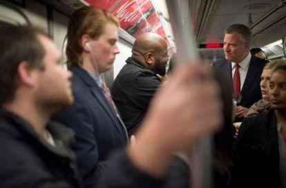 El Alcalde de Nueva York, Bill De Blasio, en el metro este viernes.