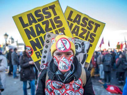 Un manifestante durante la protesta en Viena contra el nuevo Gobierno austriaco.