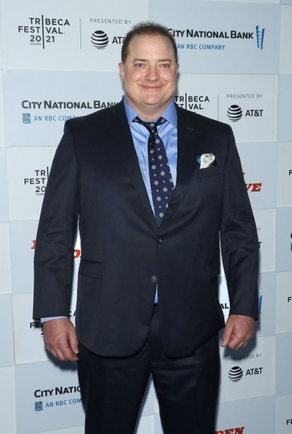 Brendan Fraser fotografiado en junio d 2021 en Nueva York. Su cambio de peso, al contrario que el de otras estrellas que llenan portadas de tabloides y enlaces de revistas rosas, se debe a su preparación para el papel protagonista de la última película de Darren Aronofsky, 'The Whale'.