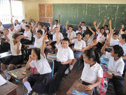 Hoy más niños asisten a la escuela que sus padres.