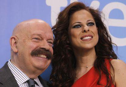 José María Íñigo y la cantante Pastora Soler, participante en la última edición de Eurovisión