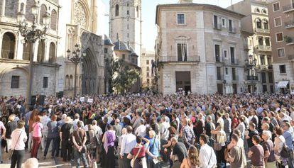 Cientos de personas han acudido este 3 de junio a la concentración 104 de las víctimas del accidente de metro de Valencia.