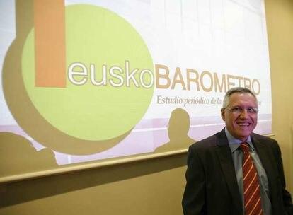 Imagen de archivo de Francisco Llera, director del equipo del Euskobarómetro, en la presentación del estudio en Bilbao.