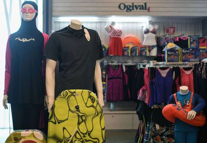 'Burkinis' a la venta en un establecimiento de Kuala Lumpur (Malasia).