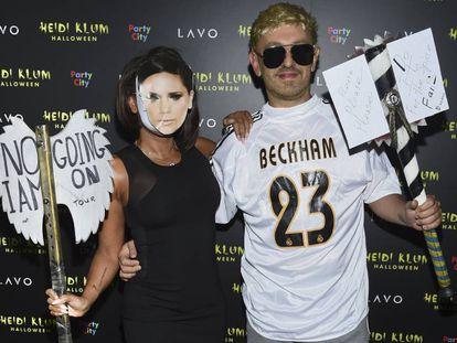 Mel B y su novio Gary Madatyan, disfrazados de Victoria y David Beckham en Nueva York.