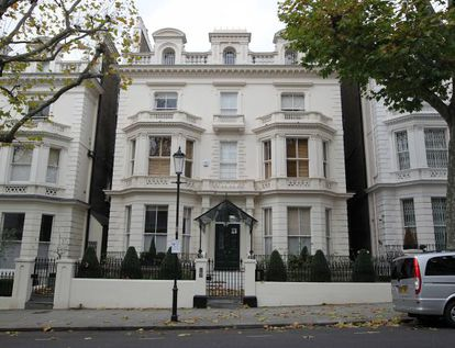 Fachada de la casa que se han comprado David y Victoria Beckham en un exclusivo barrio del oeste de Londres.