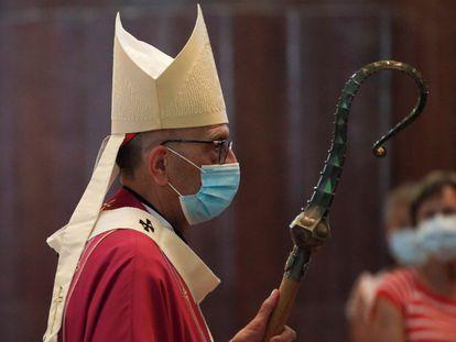 El cardenal Juan José Omella, en la misa en julio por los difuntos durante la pandemia en la Sagrada Familia.