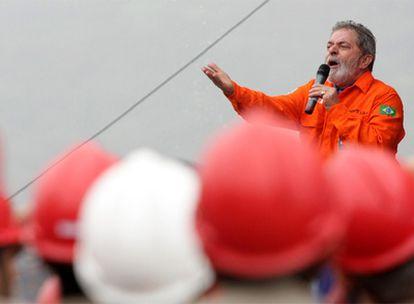El presidente brasileño, Luiz Inácio Lula da Silva, durante la inauguración de una plataforma petrolífera en octubre de 2008.