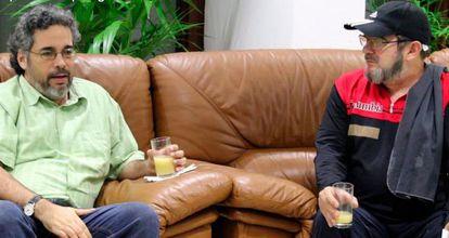 Timochenko (derecha), a su llegada a Cuba.