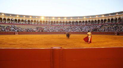 Festejo taurino en la plaza de la Maestranza de Sevilla