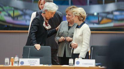 Lagarde, Merkel y Von der Leyen hablan durante un encuentro del Consejo Europeo, el 13 de diciembre de 2019 en Bruselas.