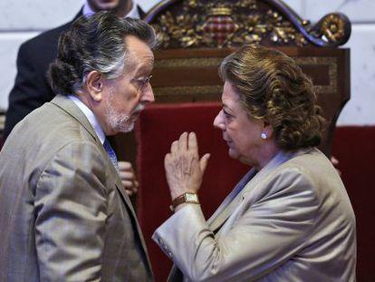 Alfonso Grau y Rita Barberá, en un pleno del Ayuntamiento de Valencia, en una imagen de archivo.