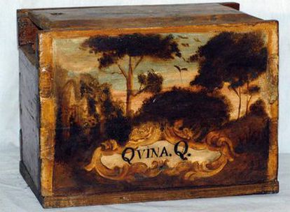 Caja del  siglo XVIII, de la exposición <i>Mutis al natural</i>.
