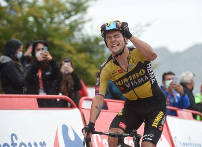 Roglic, este miércoles a su llegada a la meta de Covadonga.