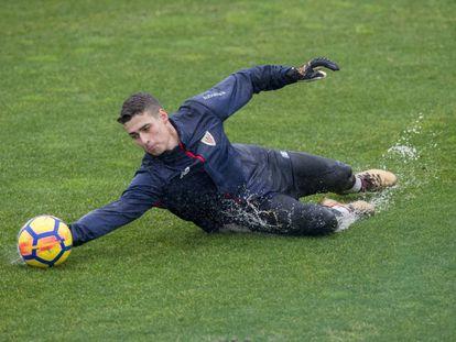Kepa, durante un entrenamiento con el Athletic.