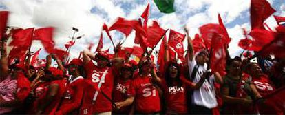 Manifestantes chavistas, durante la marcha celebrada en Caracas el pasado jueves.
