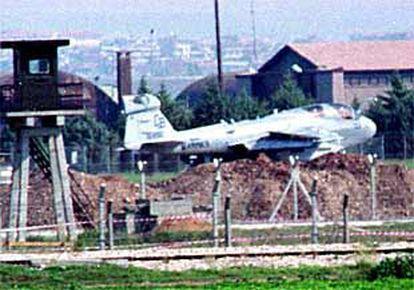 Un avión militar norteamericano despega de la base de Adana, en el sur de Turquía.