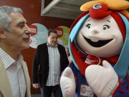Llamazares, durante su visita a la Feria Internacional de Muestras de Asturias.