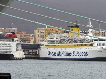 Barcos de compañías marítimas que operan entre los puertos de Algeciras (Cádiz) y Ceuta.