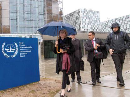 Ortega Díaz a la salida de la Corte en La Haya.