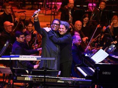 Gustavo Dudamel (a la derecha), Herbie Hancock y la Filarmónica de Los Ángeles durante una actuación el pasado noviembre en el Barbican de Londres. (Cortesía de LA Phil)